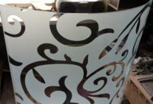 Стекло радиусное с пескоструйным рисунком для радиусных дверей Минусинск