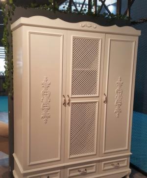 Распашные двери с декоративными накладками Минусинск